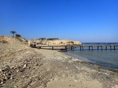 La plage et le ponton de plongée à El Quseir, Egypte