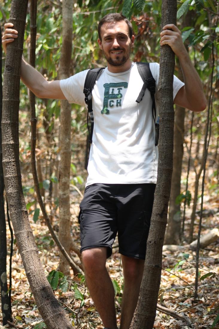 Trek dans la jungle en Indonésie sur l'île de Sulawesi. On a trouvé une balançoire naturelle