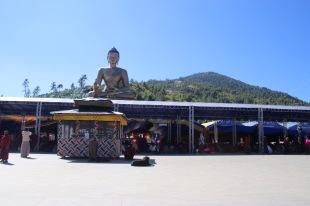 Tente et statue du Bouddha