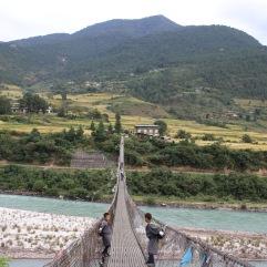 pont suspendu pour aller à l'ecole