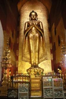 Grand bouddha debout