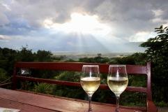 Un verre de blanc au coucher de soleil