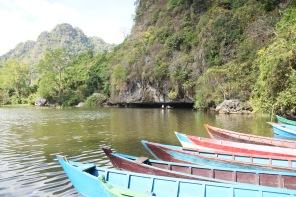 Passage en barque dans la grotte