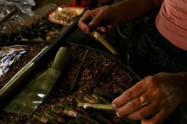 Fabrication du cigare birman