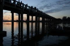 Coucher de soleil sous le pont