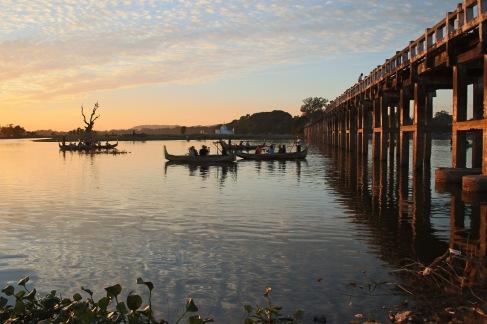 Reflet sur le pont U Bein