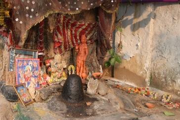 Temple au pied d'un arbre