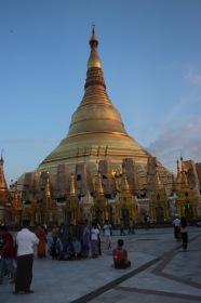 La Shwedagon dernier rayons de soleil