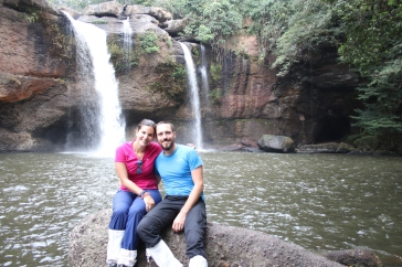 En amoureux devant la cascade