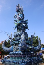 Statue temple bleu