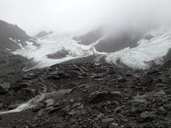 Le glacier dans la brume