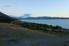 Lac Pukaki au lever du soel