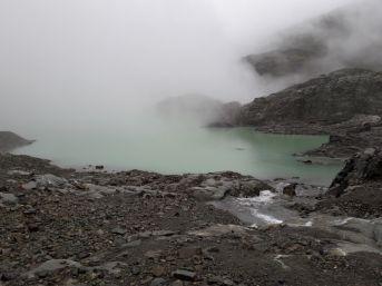 Lac dans le brouillard