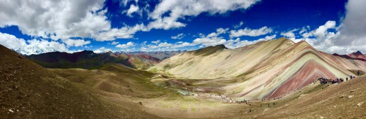 Panorama vallée/montagne colorée