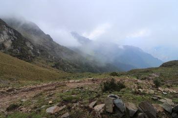 Vallée couverte de brume