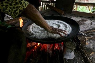 Cuisson du pan de yuca