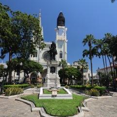 Parc des iguanes avec son église